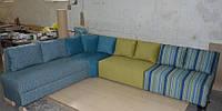 Современный яркий модульный диван со спальным местом