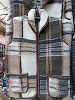 Тёплая жилетка из овечьей шерсти с воротником
