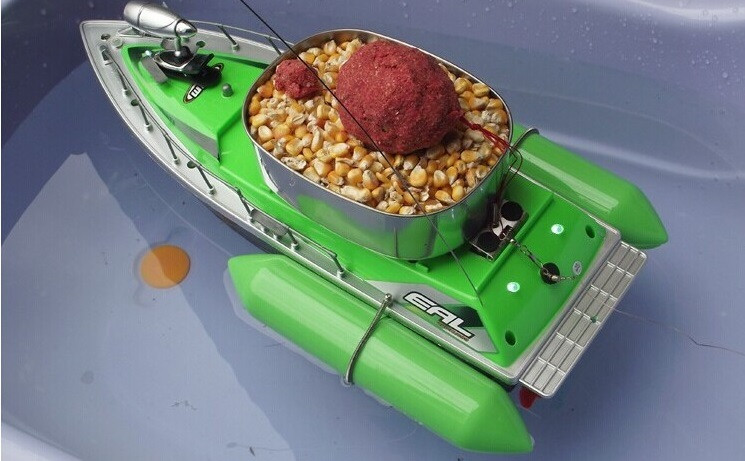 катер для завоза прикормки амина