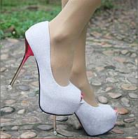 Стильные вечерние туфли на каблуке