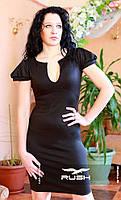 Офисное платье с щелевидным вырезом