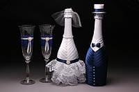 Свадебный набор шампанское с бокалами в виде жениха и невесты в белом и синем цвете