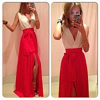 Платье в пол с красной юбкой