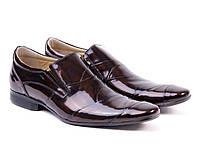 Коричневые лаковые мужские туфли.