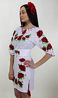 Вышитое платье на белом лене с четвертым рукавом