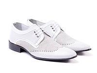 Классические белые туфли из натуральной кожи.