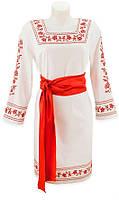 Белое платье вышитое свадебное с красным поясом.