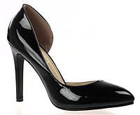 Черные лаковые туфли с острым носом