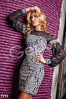 Короткое вечернее женское платье с длинным гипюровым рукавом воланом застежка пуговица разрез капля жаккард