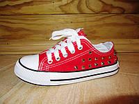 Кеды красные на шнурках с заклепками