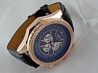 Мужские часы BREITLING кварцевые, черный циферблат, корпус в золотом цвете