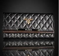 Женский кожаный кошелек Prada