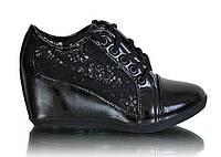 Женские ажурные ботинки на танкетке