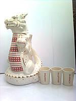 """Подарочный набор для виски """"Дракон белый"""" графин (штоф) 1,250 л и 3 рюмки с тостами, фарфор"""