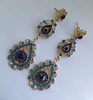 Вечерние ажурные серьги с синими камнями в золоте