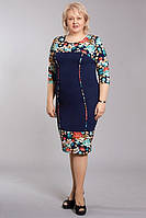 Оригинальное женское платье для полных женщин украшено цветами
