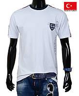 Белая летняя футболка для мальчика.
