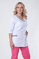 Женский медицинский брючный костюм с вышивкой розовый
