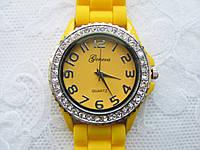 Часы Женева в стразах серебряный корпус : Жёлтые