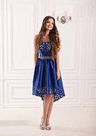 Изысканное платье с вбитым орнаментом на юбке и лифе без лямок