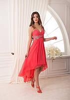 Асимметричное платье с V-образным вырезом на лифе