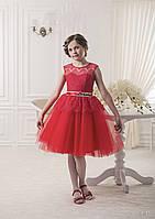 Пышное детское платье с кружевом и небольшым бантом