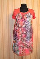 Яркое женское платье с красивым узором