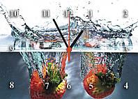 """Часы настенные стеклянные """"Клубника в воде"""" для кухни"""