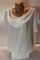 Батальная женская блуза модного кроя с кружевом разные цвета