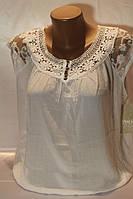 Нарядная летняя блуза  украшена красивым гипюром в расцветках