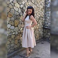 Стильное бежевое платье из коттона без рукавов со складами