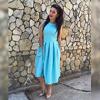 Стильное голубое платье из коттона без рукавов со складами