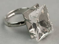Кольцо женское с камнем