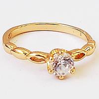 Позолоченное кольцо с цирконом на высокой коронке. Размер 18.