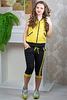 Спортивный костюм капри и кофта с капюшоном без рукавов