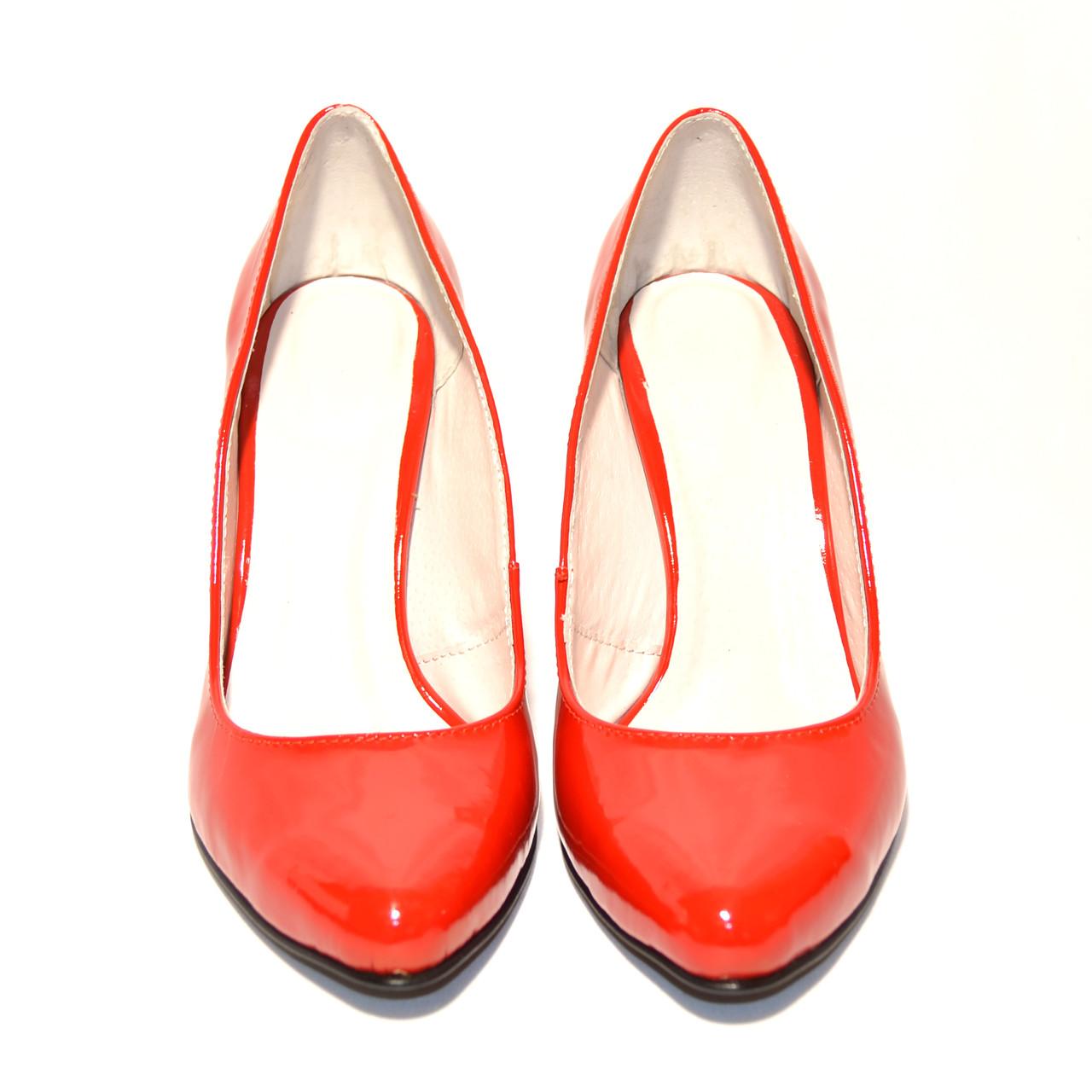 Лаковые красные туфли на платформе купить в