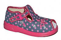 Детские летние закрытые сандалии для девочки с застёжкой (Розовые в горошек)