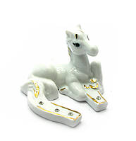 Лошадь с подковой фарфор (7,5х6,5х5,5см)(B2567)