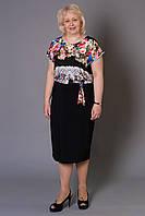 Батальное женское платье с ярким цветочным принтом