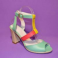 Женские кожаные яркие босоножки на высоком устойчивом каблуке, фото 1