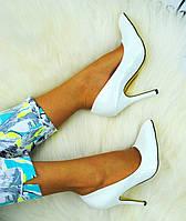 Женские белые лаковые туфли лодочки на каблуке