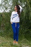 Спортивный костюм с синими штанами