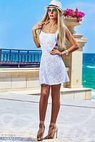 Женское стильное летнее платье с открытой спиной и глубоким вырезом от которого расходятся полоски прошва