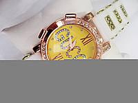 Женские кварцевые наручные часы Gucci на силиконовом ремешке, White