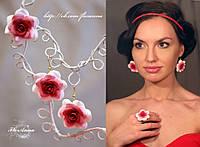 """""""Бело-красные розы"""" серьги+кольцо. Комплект украшений с цветами ручной работы"""