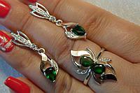 Набор серебряных украшений с золотом и зеленым камнем - кольцо и серьги