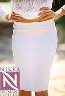 Женская классическая юбка карандаш на бёдрах