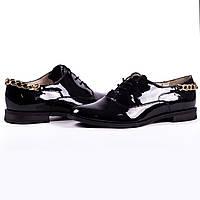 Стильные женские лаковые туфли на низком ходу