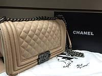 Женская сумка Шанель бой с длинной ручкой Chanel Boy  бежевая