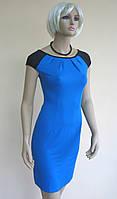 Облегающее летнее платье синего цвета с черными короткими рукавами